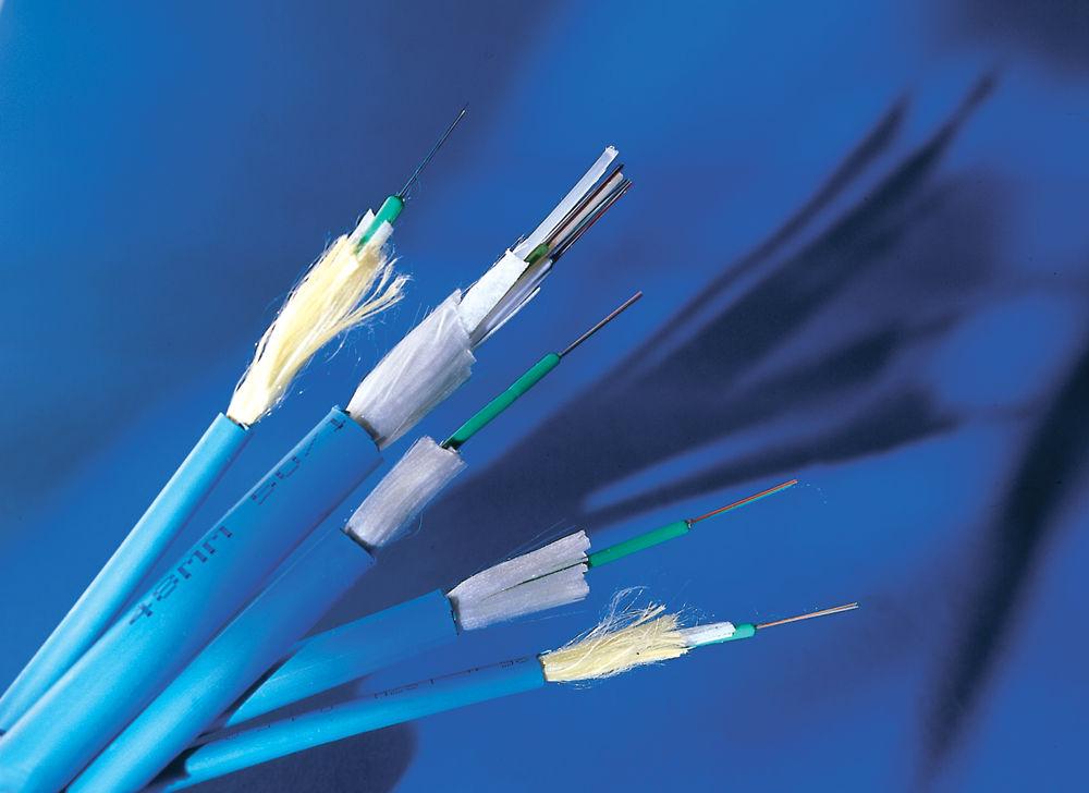 : Армированный кабель 3M™ с центральной трубкой для внутренней и внешней прокладки