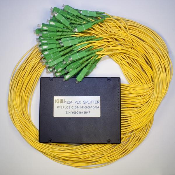 KIWI-PLCS-0164-A9-L-L-1.5-SA : Сплиттер оптический планарный 1х64, 0,9мм,1.5м, оконцованный SC/APC