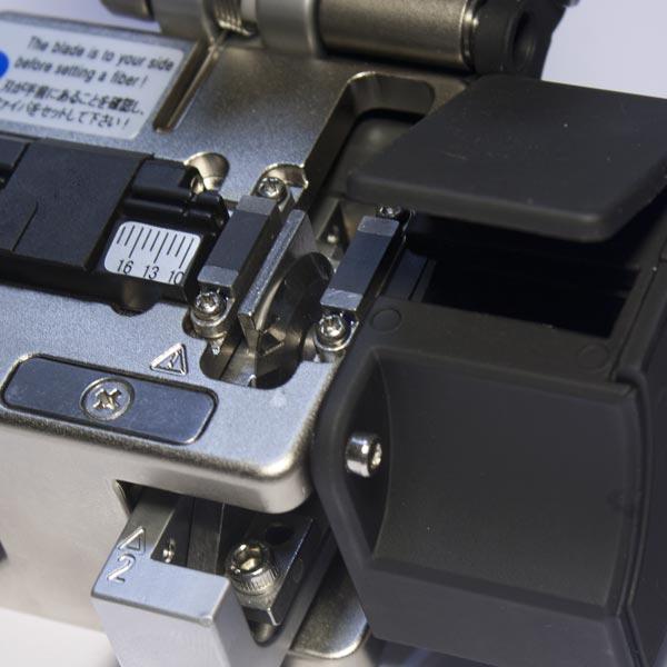 KIWI-6320 : Прецизионный оптический скалыватель