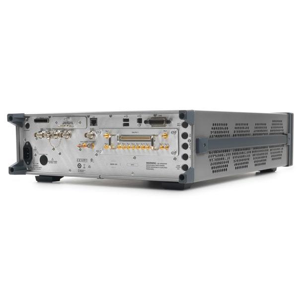 серии X, от 10 МГц до 40 ГГц, N5193A : Генератор сигналов UXG